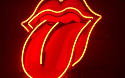 Tenerlo en la punta de la lengua